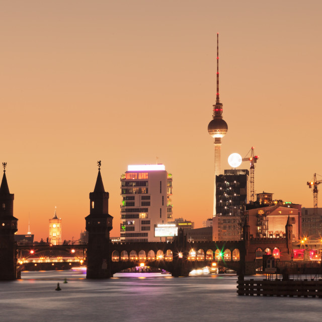 """Oberbaum Bridge between Kreuzberg and Friedrichshain, TV Tower, Spree River,..."" stock image"