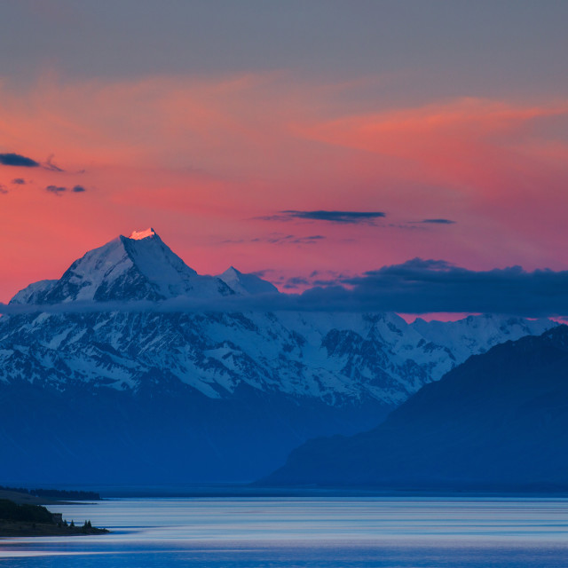 """The last rays of the setting sun strike the peak of Aoraki (Mount Cook)..."" stock image"
