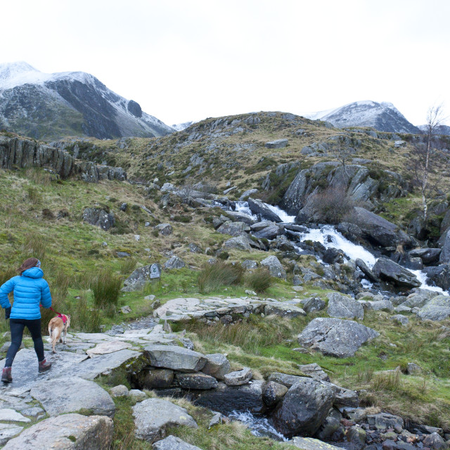 """""""Hikers and climbers in Snowdonia National Park, Gwynedd, Wales, United..."""" stock image"""