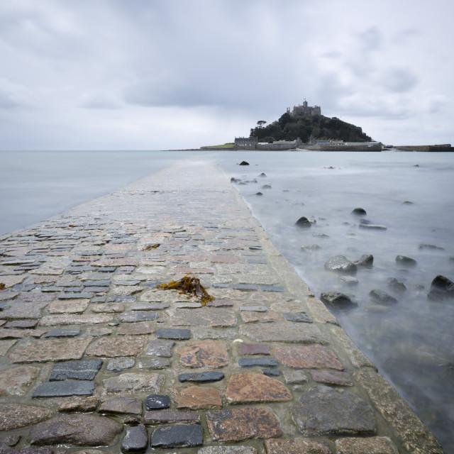 """St. Michael's Mount and causeway, Marazion, near Penzance, Cornwall, England,..."" stock image"