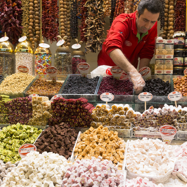 """""""Seller of traditional sweetmeats Turkish Delight (Lokum) in Misir Carsisi..."""" stock image"""