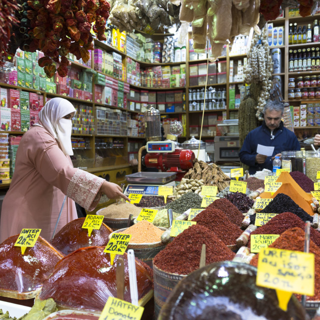 """""""Woman shopper wearing Muslim veil buys spices in Misir Carsisi Egyptian..."""" stock image"""