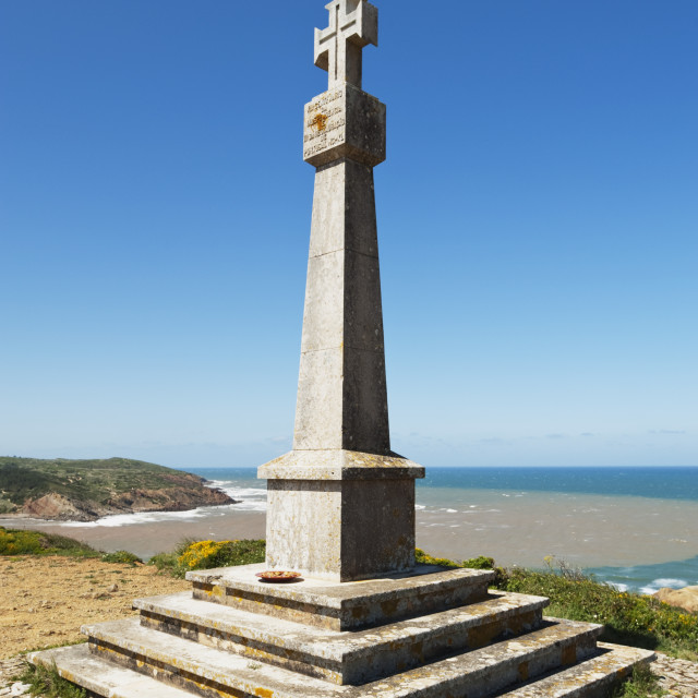 """Independance Memorial Overlooking Bay; Sao Martinho Do Porto, Estremadura And..."" stock image"