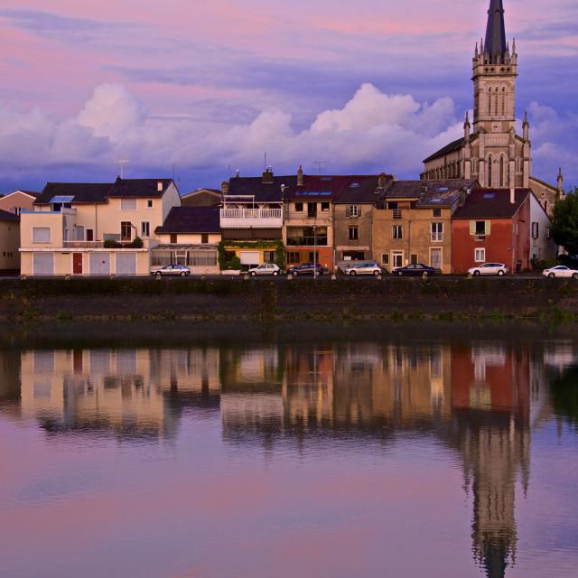 """Yonne riverbanks, sunset, Auxerre, Yonne, Bourgogne (Burgundy), France, Europe"" stock image"