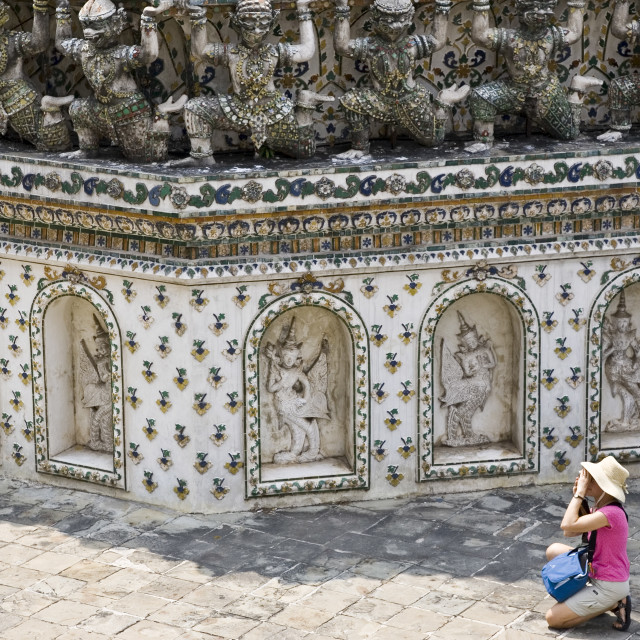 """Tourist taking photograph at Wat Arun,Temple of the Dawn, Bangkok, Thailand"" stock image"