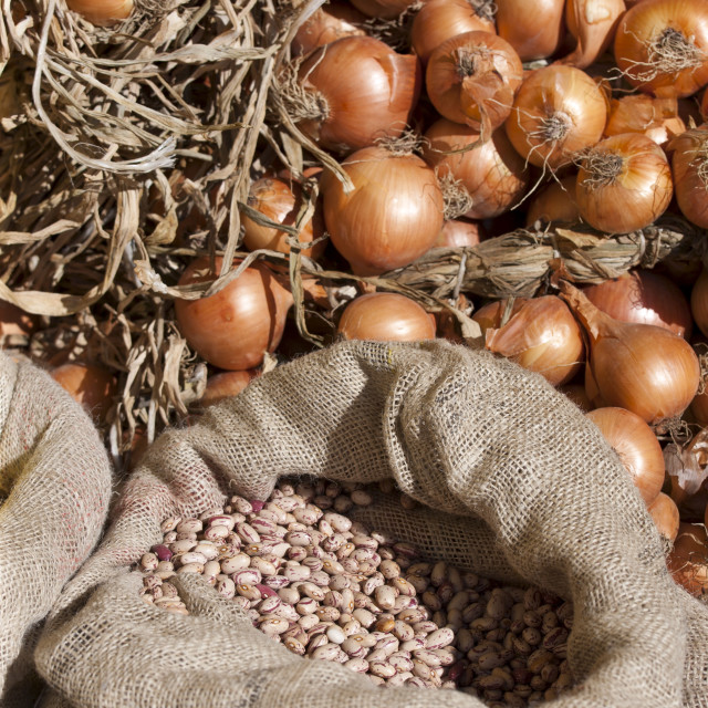 """Onions and dried borlotti beans on sale in food market in Pienza, Tuscany, Italy"" stock image"