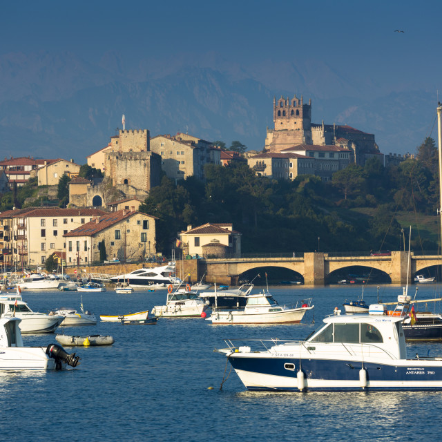 """San Vicente de la Barquera, maritime town and holiday resort in Cantabria,..."" stock image"