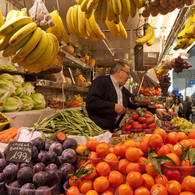 """Fruit and vegetable stall, La Boqueria, probably Barcelona's best-known..."" stock image"