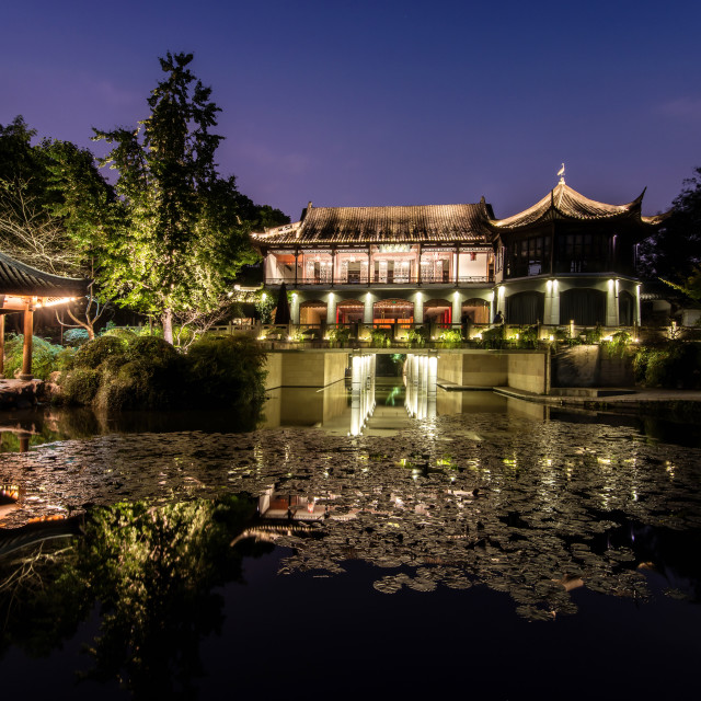 """Illuminated Wen Ying Ge Tea House and pavilion at West Lake, Hangzhou,..."" stock image"