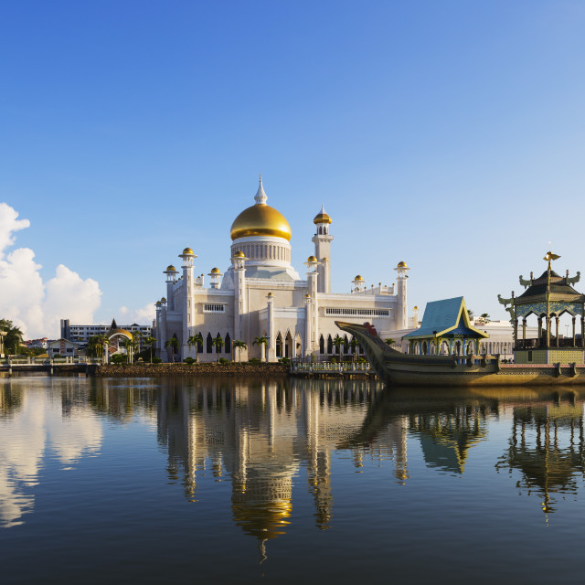 """Omar Ali Saifuddien Mosque. Bandar Seri Begawan, Brunei, Borneo, Southeast..."" stock image"