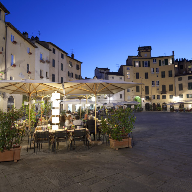 """Restaurants in the evening in the Piazza Anfiteatro Romano, Lucca, Tuscany,..."" stock image"