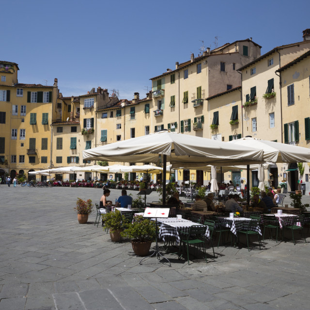 """Restaurants in the Piazza Anfiteatro Romano, Lucca, Tuscany, Italy, Europe"" stock image"
