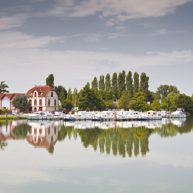 """""""The River Yonne in the town of Joigny, Yonne, Burgundy, France, Europe"""" stock image"""