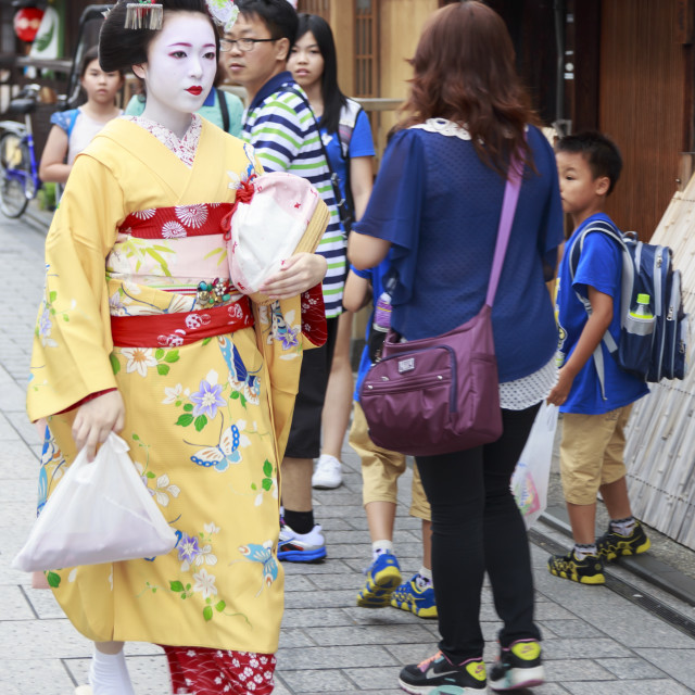 """Maiko, apprentice geisha, walks to evening appointment through tourist crowd,..."" stock image"