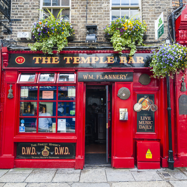 """Temple Bar in Temple Street, Dublin, Republic of Ireland, Europe"" stock image"