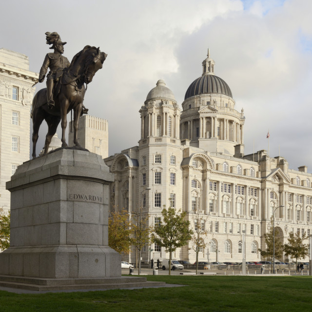 """""""Statue of Edward V11 and the Port of Liverpool Building, Waterfront, Pir..."""" stock image"""