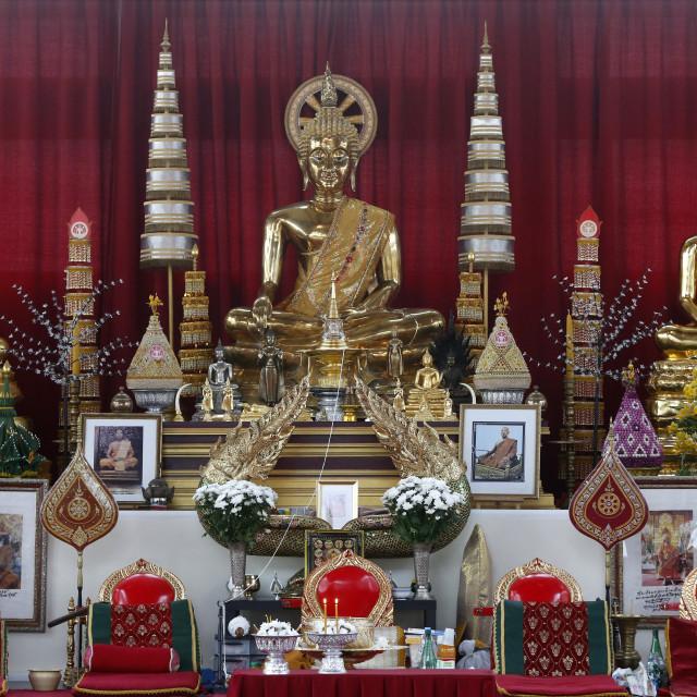 """""""Wat Velouvanaram. Main altar. Buddha statues."""" stock image"""