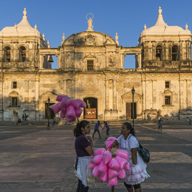 """Candy floss sellers at Basilica de La Asuncion dating from 1610, Leon's..."" stock image"