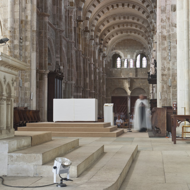 """""""The interior of Saint Marie Madeleine abbey in Vezelay, Burgundy."""" stock image"""