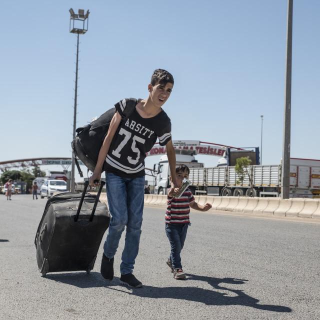 """""""Syrian refugees entering Turkey"""" stock image"""