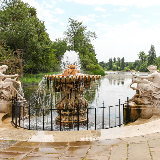 """The Tazza Fountain at the head of The Long Water in Kensington G"" stock image"