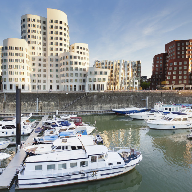 """Neuer Zollhof, designed by Frank Gehry, Media Harbour (Medienhafen),..."" stock image"