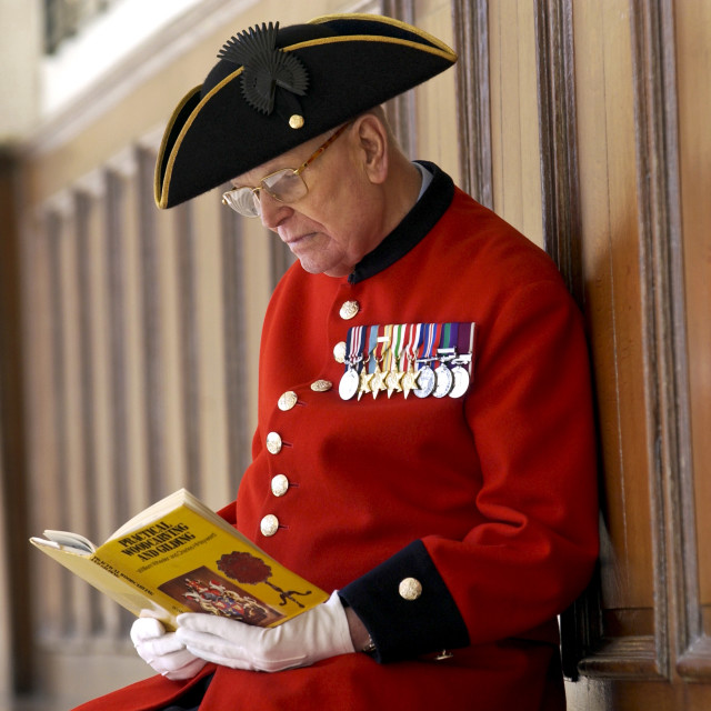 """""""Chelsea Pensioner Alan Gale at the Royal Hospital Chelsea in uniform with his..."""" stock image"""