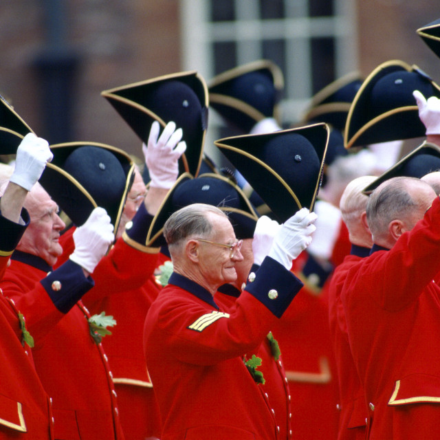 """""""Chelsea Pensioners, dressed in their traditional uniform of bright red..."""" stock image"""