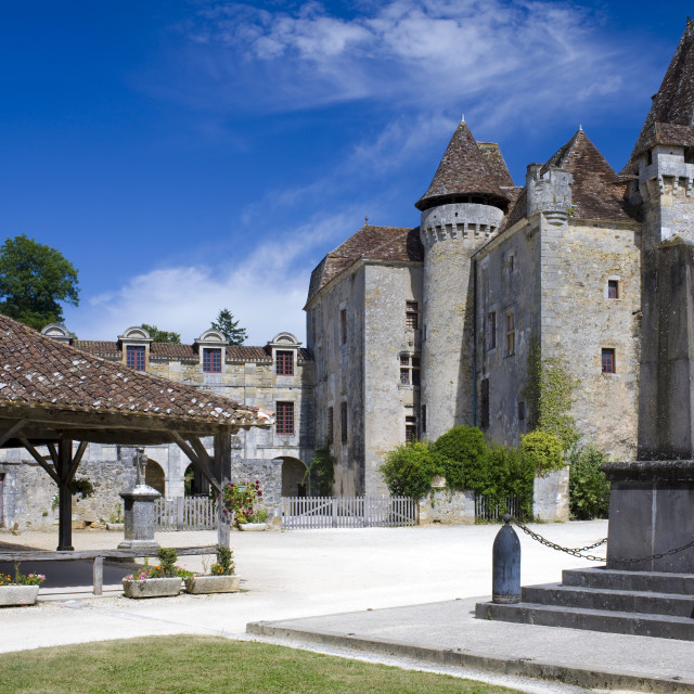 """""""Chateau de la Marthonie, XV, XVI, XVII Century architecture in historic town..."""" stock image"""