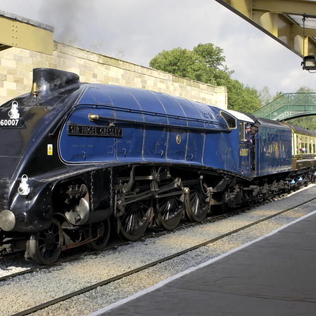 """Sir Nigel Gresley A4 Pacific steam engine locomotive and train carriages at..."" stock image"