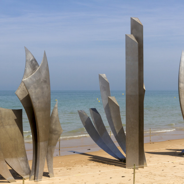 """""""Sculpture Les Braves commemorating Allied soldiers who landed here on Omaha..."""" stock image"""
