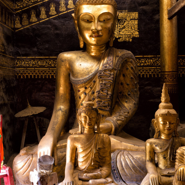 """Ancient gilded wooden Buddhas inside Wat In, Kengtung (Kyaingtong), Shan..."" stock image"