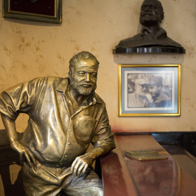"""""""Lifesize bronze of the late author Ernest Hemingway at the bar of El..."""" stock image"""