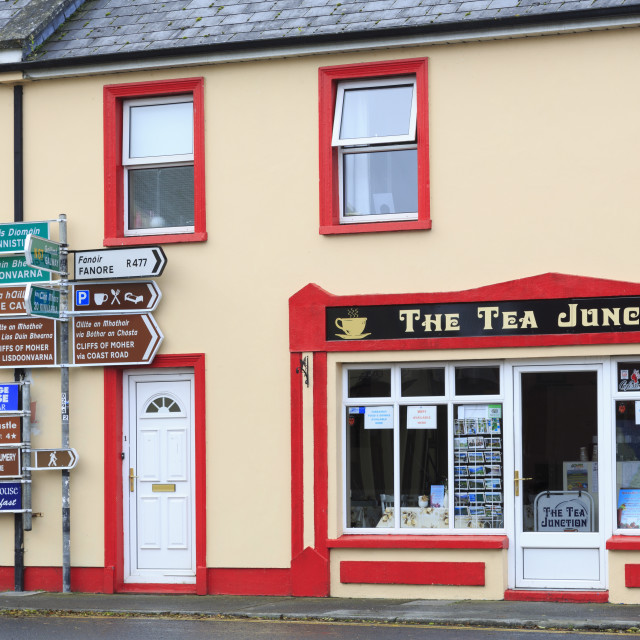 """Cafe in Ballyvaughan Town, County Clare, Munster, Republic of Ireland, Europe"" stock image"