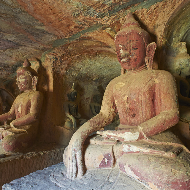 """Buddha statues in the Po Win Daung Buddhist cave, dating from the 15th..."" stock image"