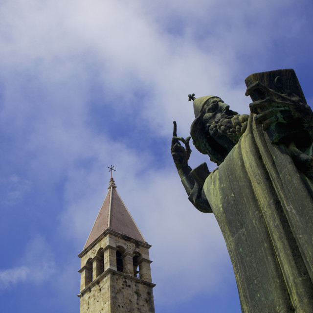 """""""Statue of Grgur Ninski (Gregory of Nin) by Ivan Mestrovic, and the Campanile..."""" stock image"""