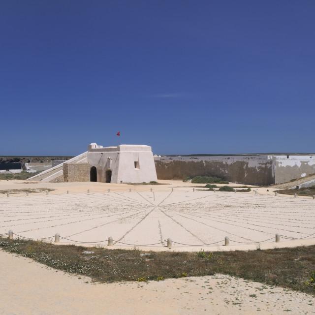 """Compass Rose and entrance gateway at Sagres fort (Fortaleza de Sagres), Ponta..."" stock image"