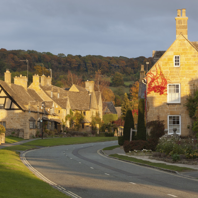 """Cotswold cottages along High Street with Fish Hill behind, Broadway,..."" stock image"