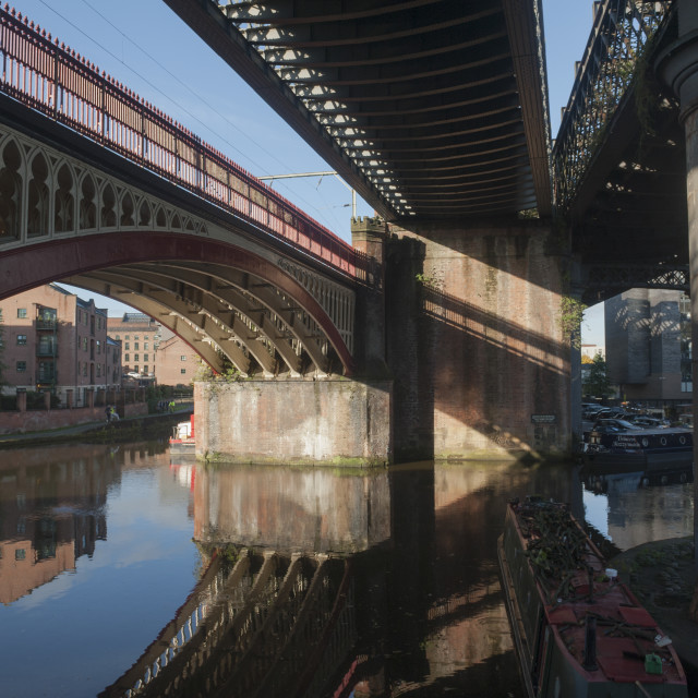 """""""Manchester England UK UK Weather - Lovely sunny day in the North. A beautiful clear morning with the colours of the cities Castlefield area reflected in the waters of the canals."""" stock image"""