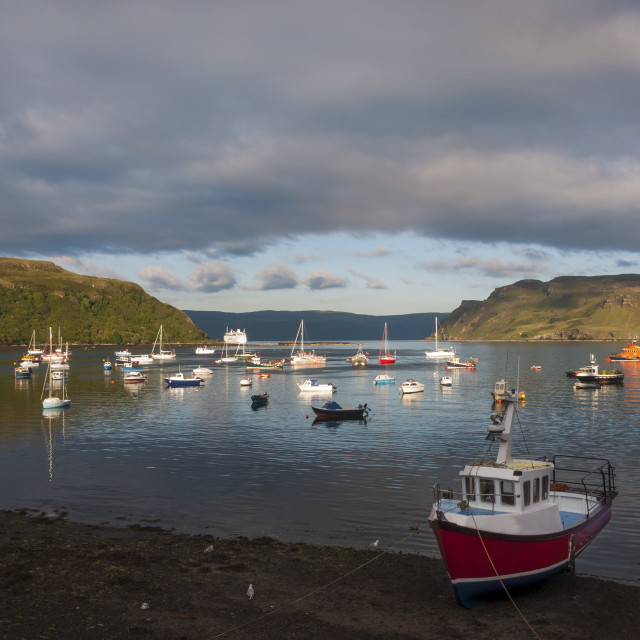 """""""View of the harbour in the town of Portree with boats in the bay and a cruiser ship leaving the harbour, in the Island of Skye, Scotland, United Kingdom."""" stock image"""