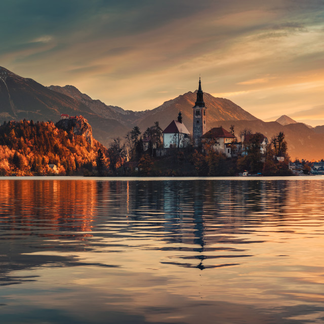 """Lake Bled with St. Marys Church of the Assumption on the small i"" stock image"
