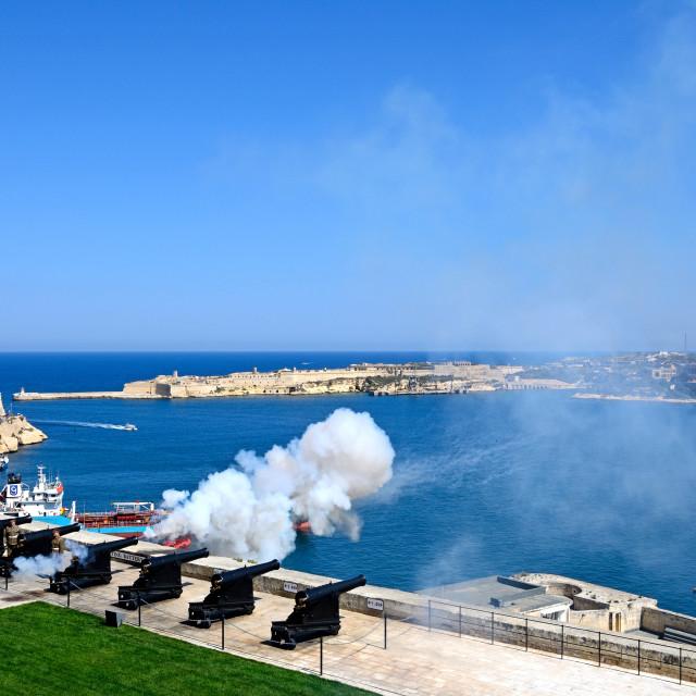 """Noon Gun firing in the Upper Barrakka Gardens, Valletta, Malta"" stock image"