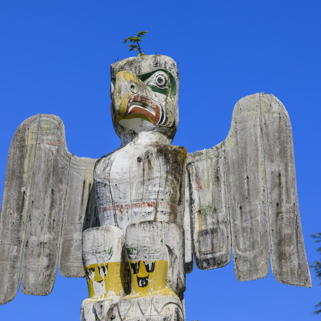 """Thunderbird, First Nation Totem Pole, Namgis Burial Grounds, Alert Bay,..."" stock image"