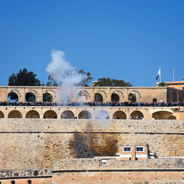 """""""Firing of the Noon Gun in Upper Barrakka Gardens, Valletta, Malta"""" stock image"""