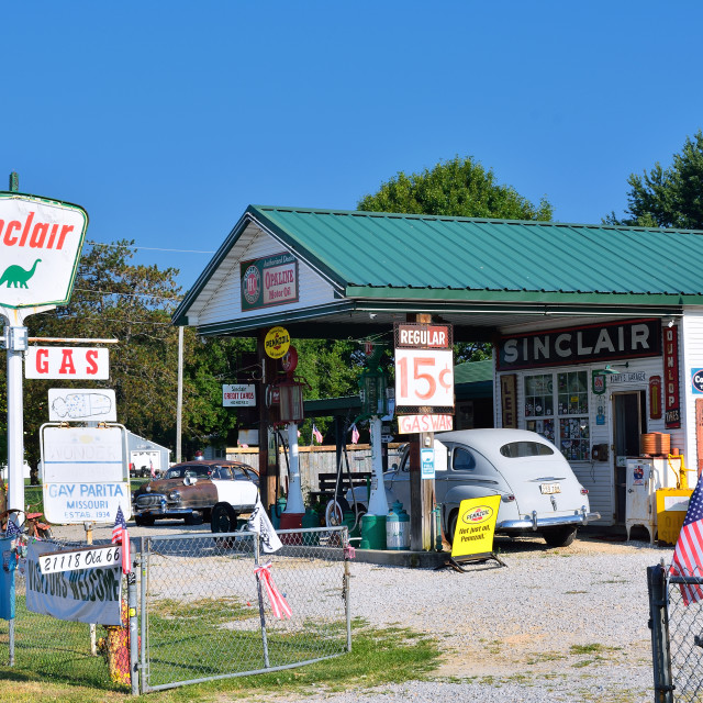 """""""Gay Parita Sinclair gas station on Route 66."""" stock image"""