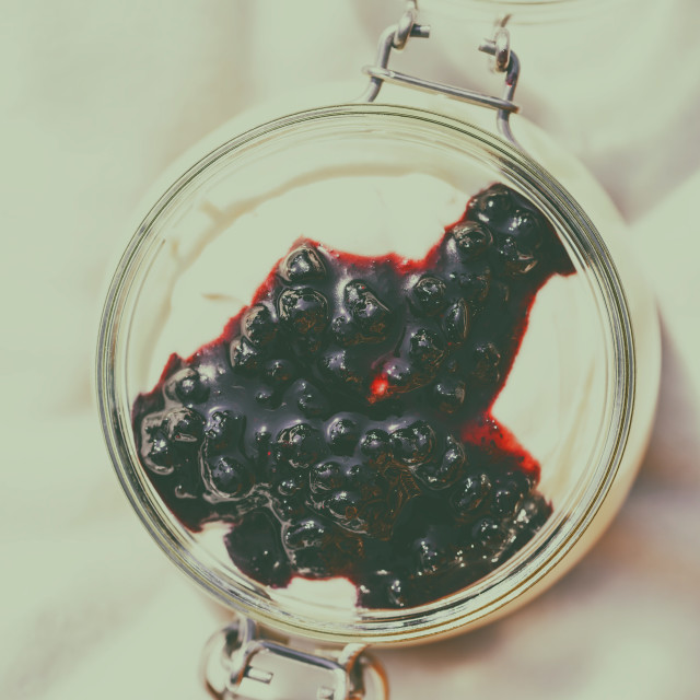 """Jar Of No Bake Cheesecake With Blueberry Jam"" stock image"
