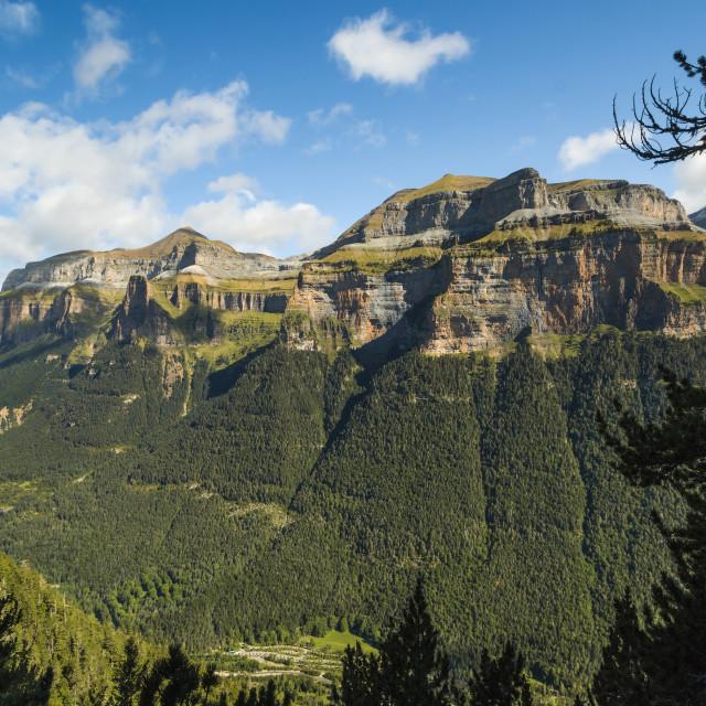 """""""Mondarruego, Punta Gallinero & Monte Perdido peaks over the Ordesa Valley Nth..."""" stock image"""