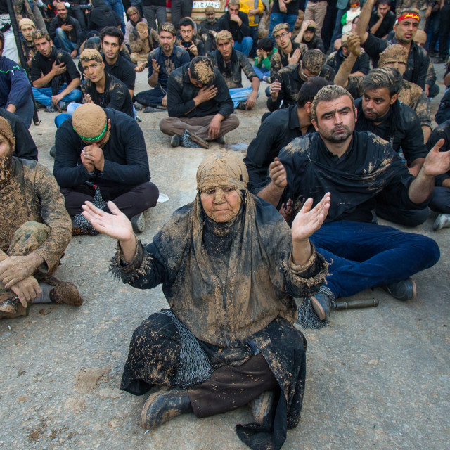 """Iranian Shiite Muslim Woman Covered In Mud Praying In The Middle Of Men..."" stock image"