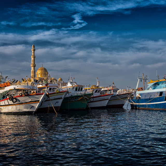 """""""HURGHADA, EGYPT, December 27, 2017: Mosque El Mina Masjid in Hurghada in sunny day, view from the sea."""" stock image"""