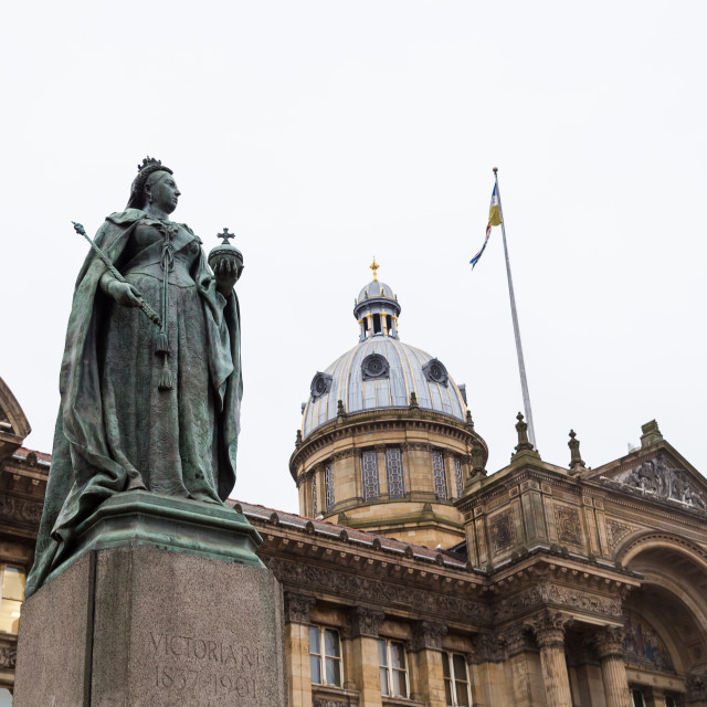 """Queen Victoria in front of the Birmingham Museum and Art Gallery"" stock image"